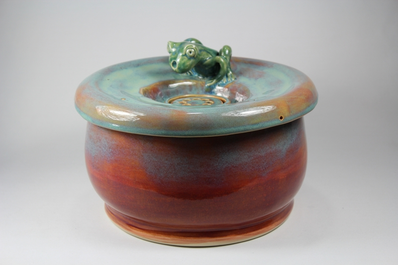 EBI-Fountain with a large secured coon lid and frog spout