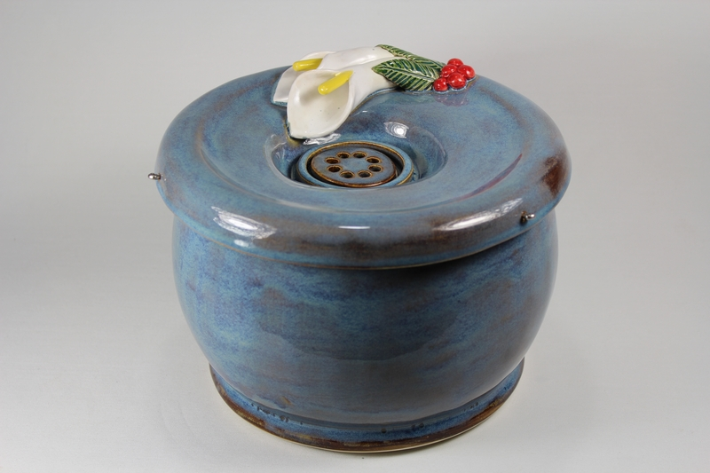 pet drinking fountain with a large secured coon lid and lily spout
