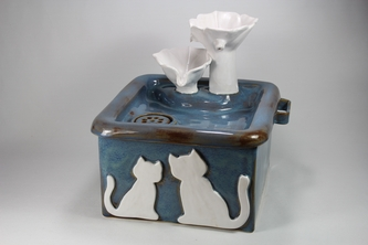 square cordless pet drinking fountain with internal battery compartment