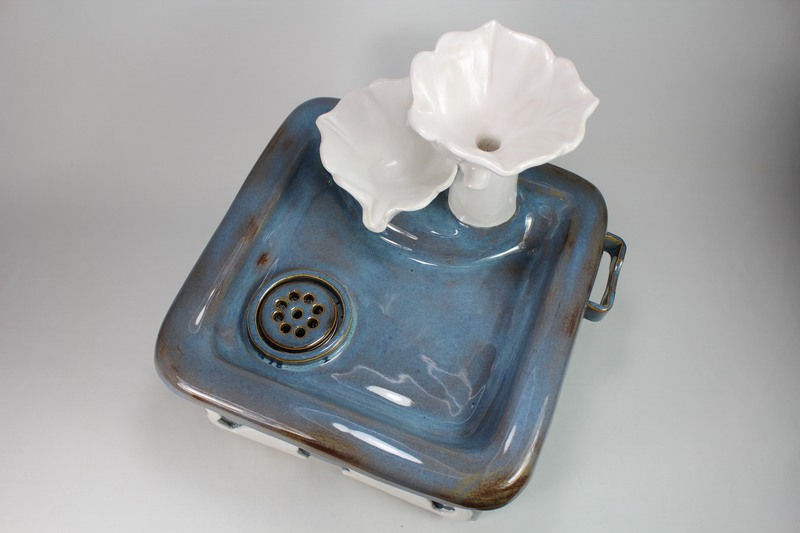 Square pet fountain with flower cascade spout and internal battery