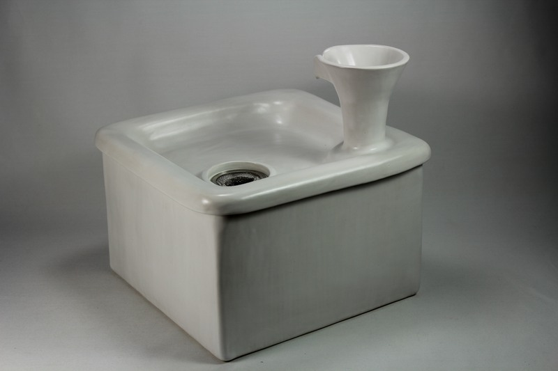 Square pet fountain with chalice spout and internal USB battery