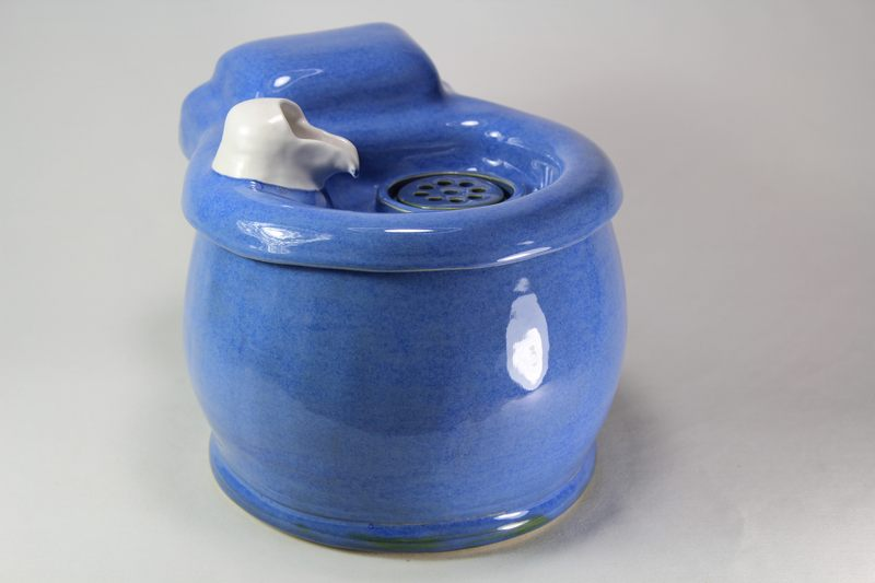Small cordless pet fountain with cup spout and internal battery