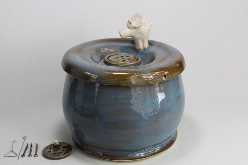 pet drinking fountain with a secured coon lid and molliphant spout