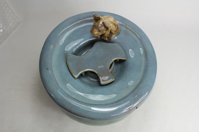 pet drinking fountain with a secured large coon lid and kitty spout