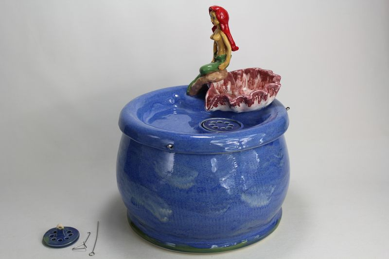 pet drinking fountain PF17035 with mermaid and shell spout