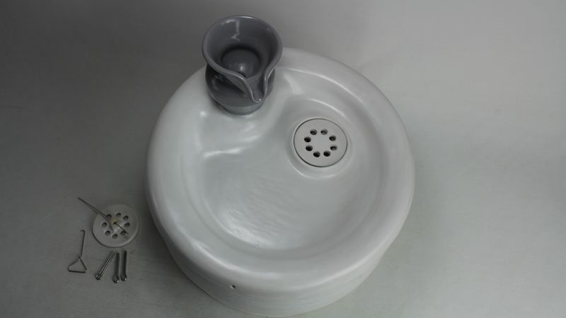 pet drinking fountain PF17042 with a jar spout